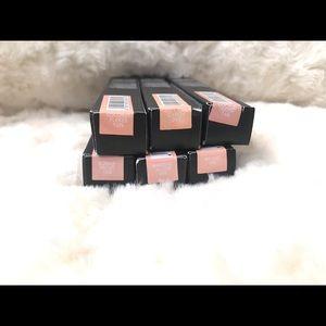HUDA BEAUTY Makeup - Huda beauty Concealer
